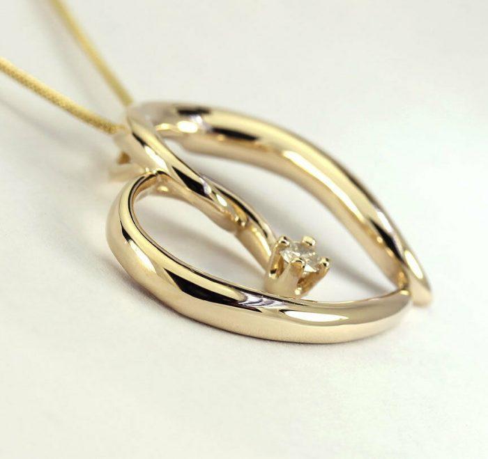 gold-Diamond sculptured heart pendant necklace
