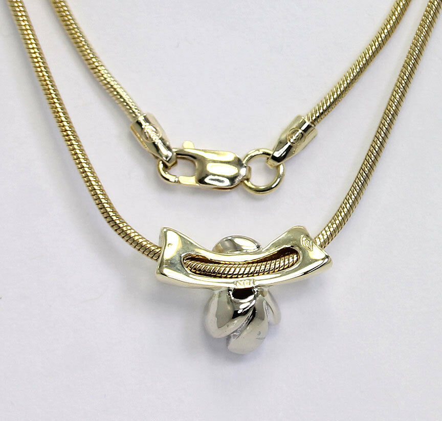 gold-style-Diamond solitaire sculpted pendant necklace
